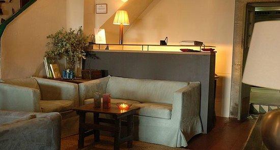Hostal de la Plaça: Recepción Hotel-Restaurante