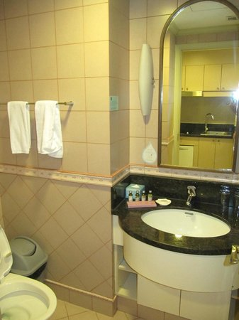 Green Court Serviced Apartment: Bathroom