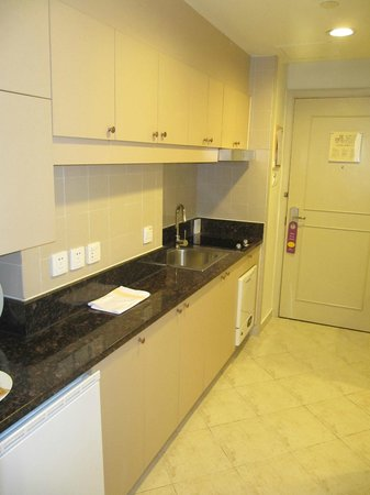 Green Court Serviced Apartment: Cooking area
