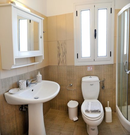 Heliotropia Houses: bathroom