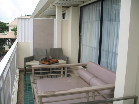 Cape Panwa Hotel: Lounger on balcony