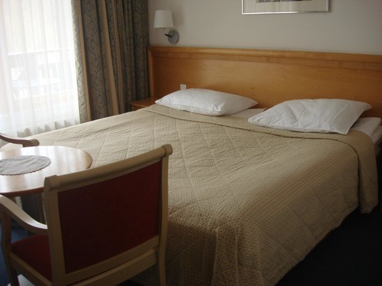 Jezero Hotel: bed in room 201