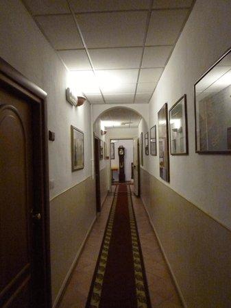 Hotel Casci: 廊下