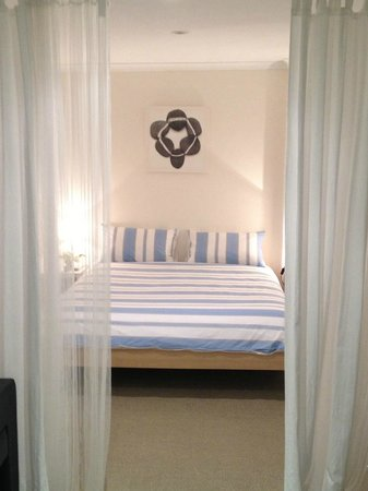 Clayfield B & B : King size bed with quality bed linen