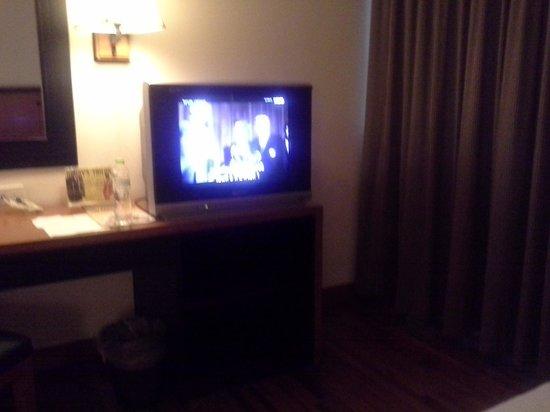 Narai Hotel: scrappy tv