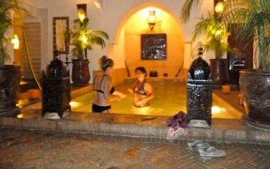 Riad Les Nuits de Marrakech: piscine bain à remous