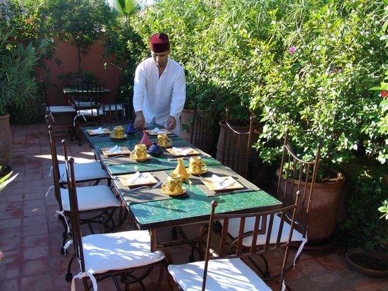 Riad Les Nuits de Marrakech: repas terrasse
