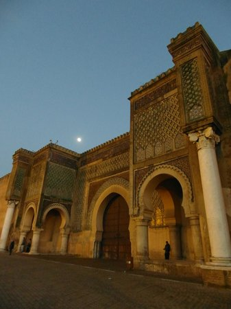 Mequinez, Marruecos: Bab Mansour at dusk