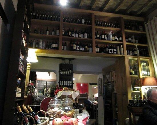 Vineria Il Chianti: Wine bottles adorned the walls...