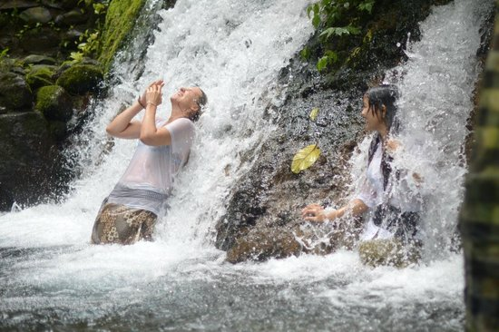 Puri Sebatu Resort: The temple waterfall near the hotel