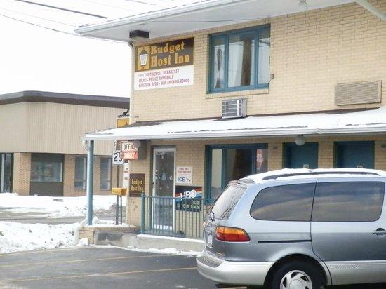Budget Host Inn Somerset: Front hotel