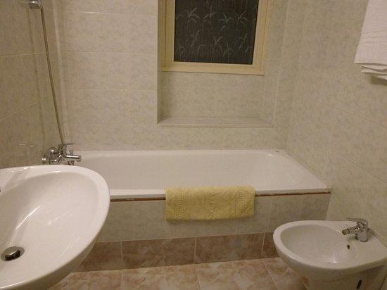 Hotel Dorica: 浴室