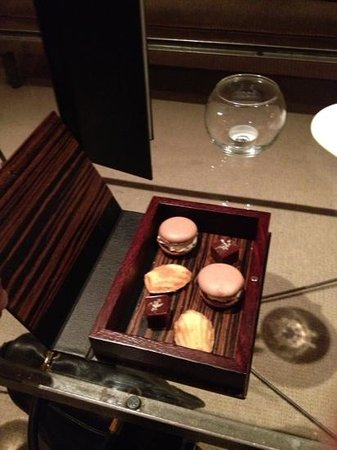 Restaurant at Samling: petit fours after the meal