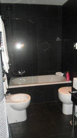 Twentyone Hotel: Bathroom