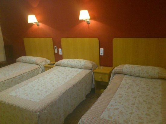 Hostal Cal Jaume: habitaciones desde 1 persona hasta 3 personas