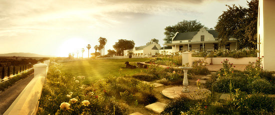 Val Du Charron Wine & Olive Estate Guesthouse: Sunset is a magical time of day on our veranda.