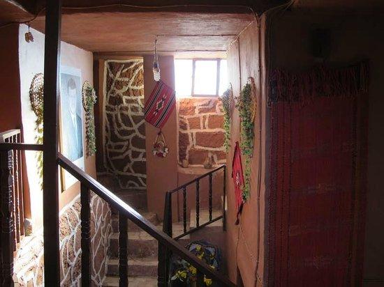 Tower Hotel: Corridor/stairs