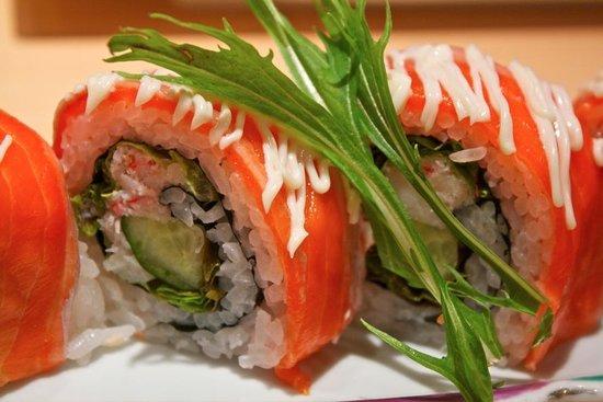 Umegaoka Sushi No Midori Sohonten Shibuya: Norway Roll