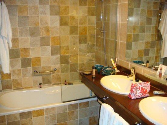 Fun Aragon Hills Hotel & Spa : baño