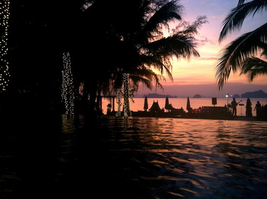 Amari Vogue Krabi: Pool area and sunset happy hour