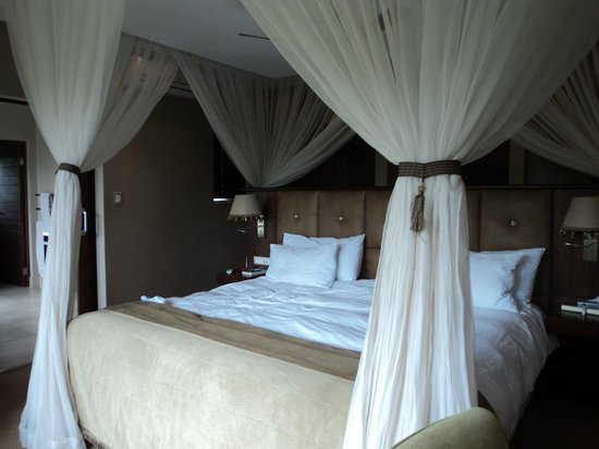 Shepherd's Tree Game Lodge: View from the corner of the bedroom