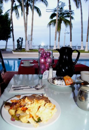La Concha Beach Resort: Breakfast with a view