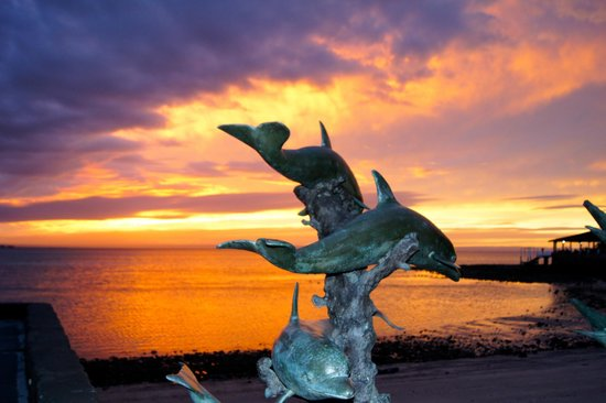 La Concha Beach Resort: Gotta love those Sunsets!