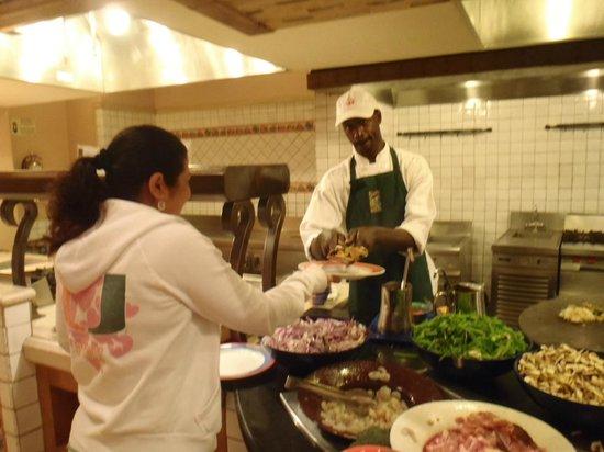 The Marketplace: La comida muy buena y variada y el chef me hacia un plato distinto cada dia a mi gusto