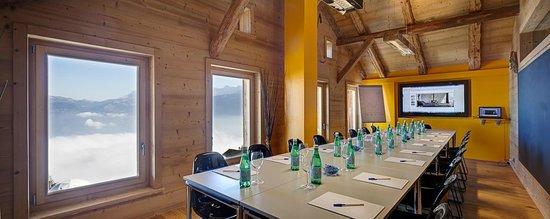 Whitepod Eco-Luxury Hotel : Conference room