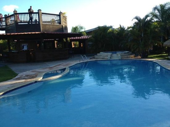 San Sebastian, Puerto Rico: Pool by the Bar in Hacienda El Jibarito
