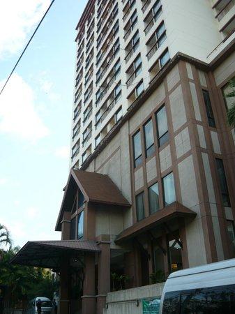 Amora Resort Tapae Chiangmai: Hotel exterior