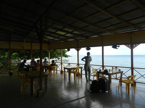 Hotel Restaurante Miss Elma : el comedor y su vista