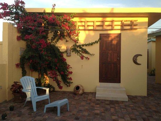 Hidden Eden Aruba: Our charming cottage