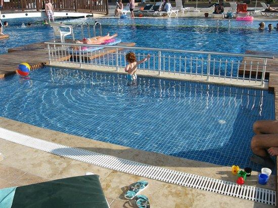 Ephesia Holiday Beach Club: pataugeoire swim up