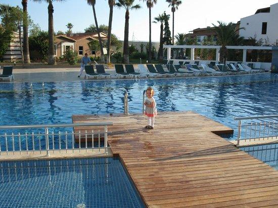 Ephesia Holiday Beach Club: ponton swim up