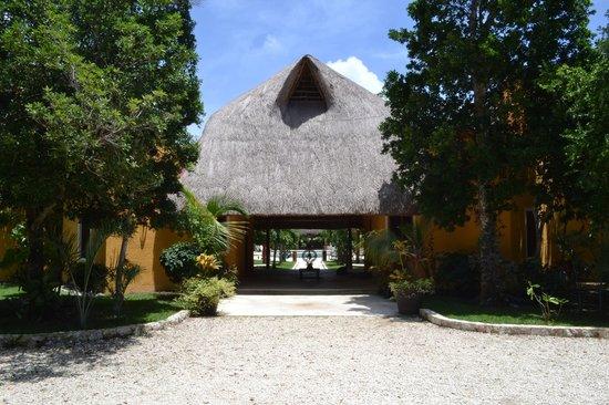Jivana Yoga Retreats: main entrance