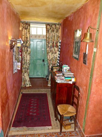 Colours of Pays Cathare: Entrance Hall