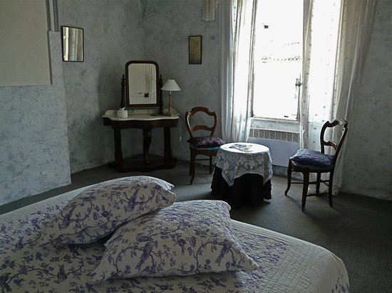 Colours of Pays Cathare: Art Nouveau Room