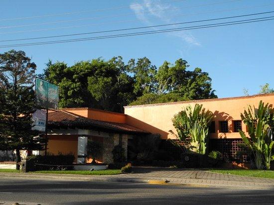 Hotel Maya Tucan: Vista esterna della recption