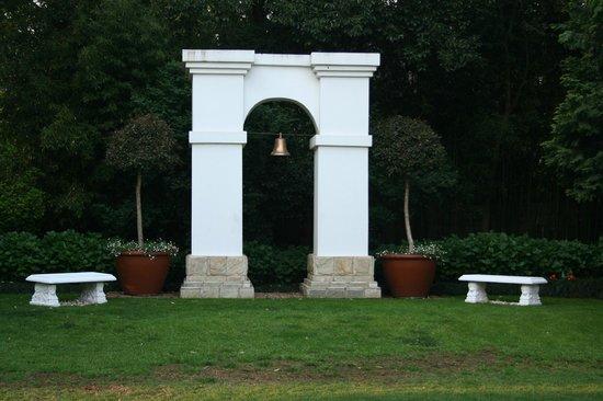 Le Chateau: Garden centre piece