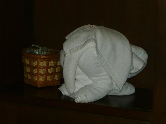 Amora Resort Tapae Chiangmai: Very cute elephant folded from a tower