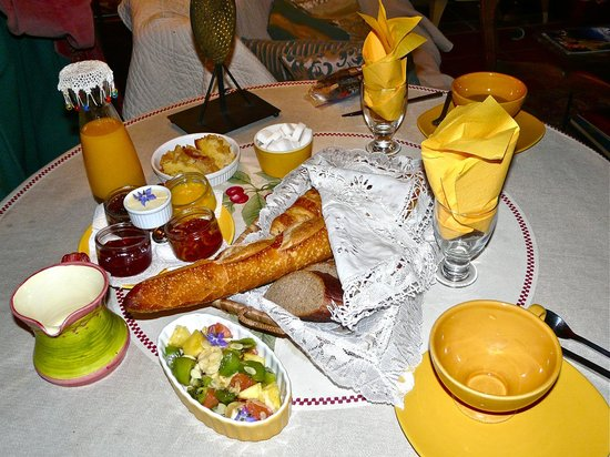 Colours of Pays Cathare: Breakfast table