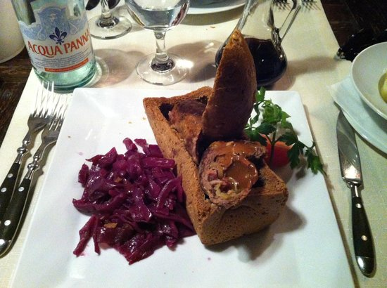 Gospoda Wroclawska: Rolada with red cabbage