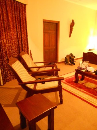 Mandira Bungalows: Chairs in the room