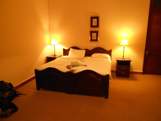 Mandira Bungalows: Bed
