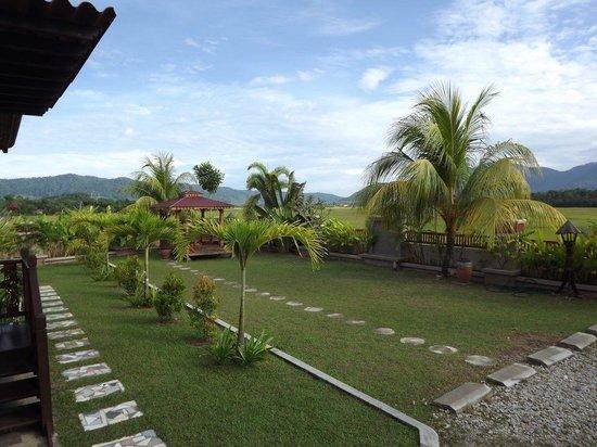 Jasmine Villa Tropical Garden: Vista Esterna