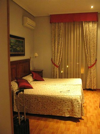 Hostal Oriente: room 208