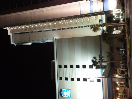 Carolinian Beach Resort: Hotel at Night