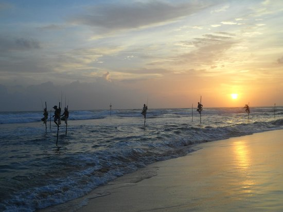 Koggala Beach Hotel: paalvissers bij zonsondergang 2