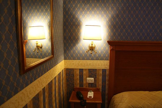Hotel Golden: the cozy inside look of our room 
